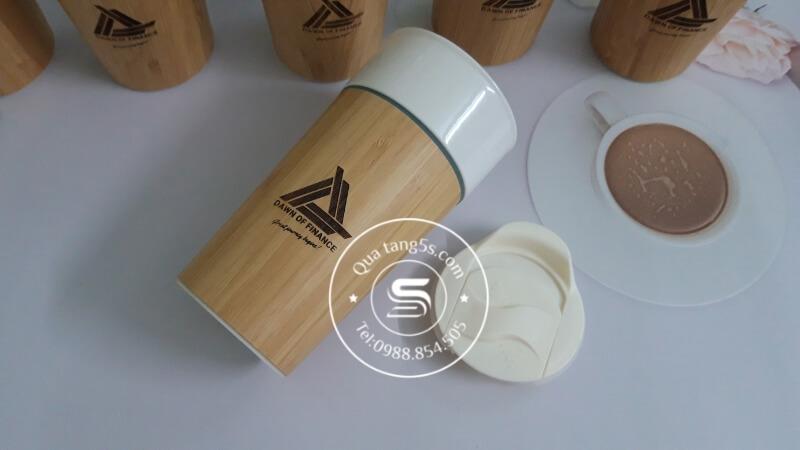 cốc sứ bọc tre khắc logo